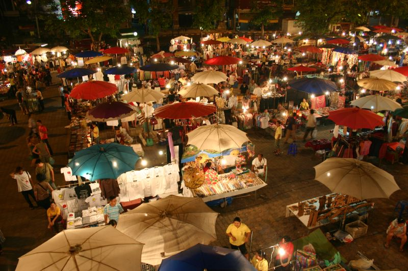 File:Sunday night market in Chiang Mai.jpg