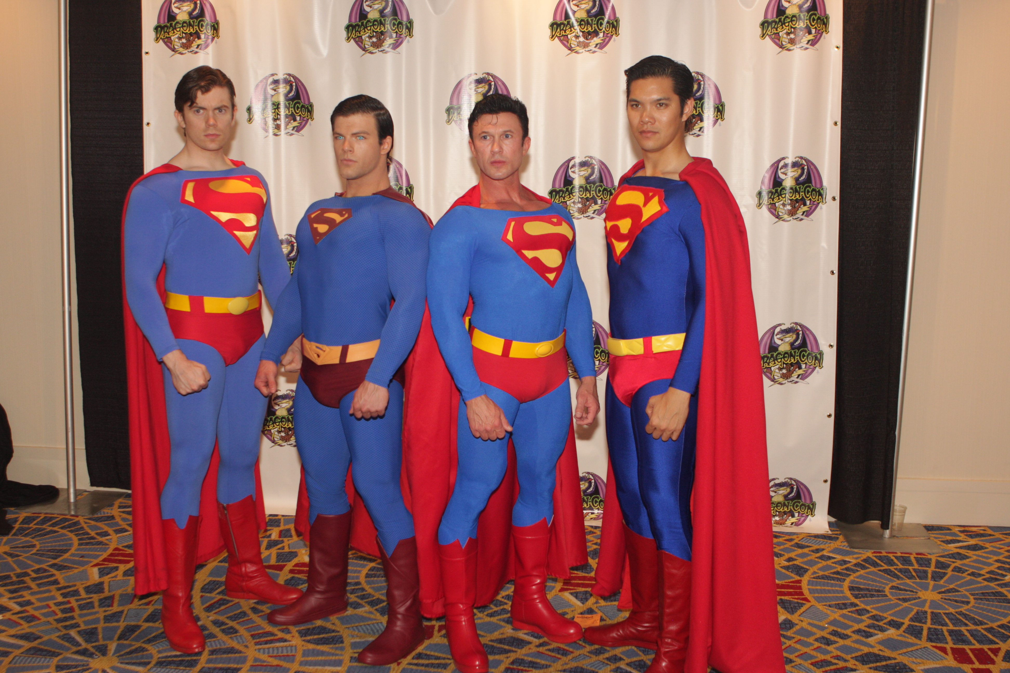 File:Superman cosplayers.jpg - Wikimedia Commons