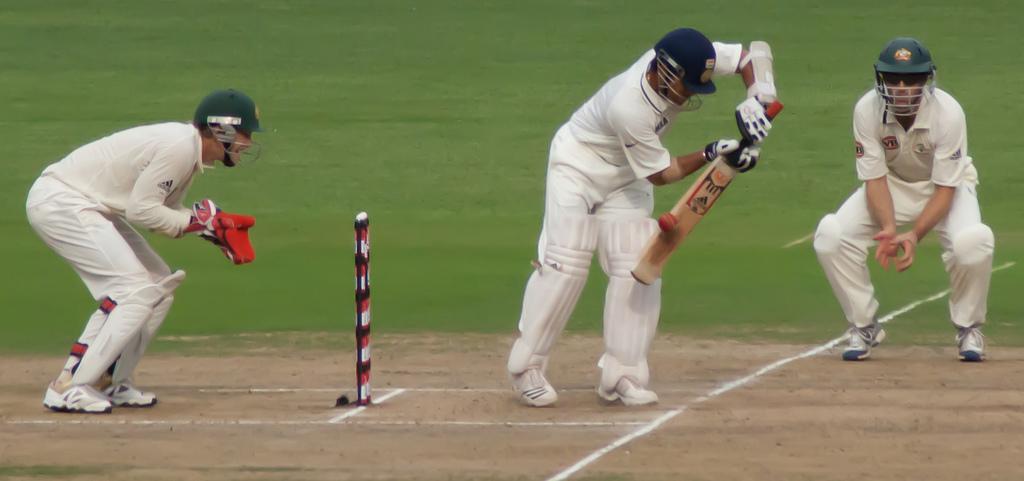 Tendulkar batting against Australia, October 2010 (1).jpg
