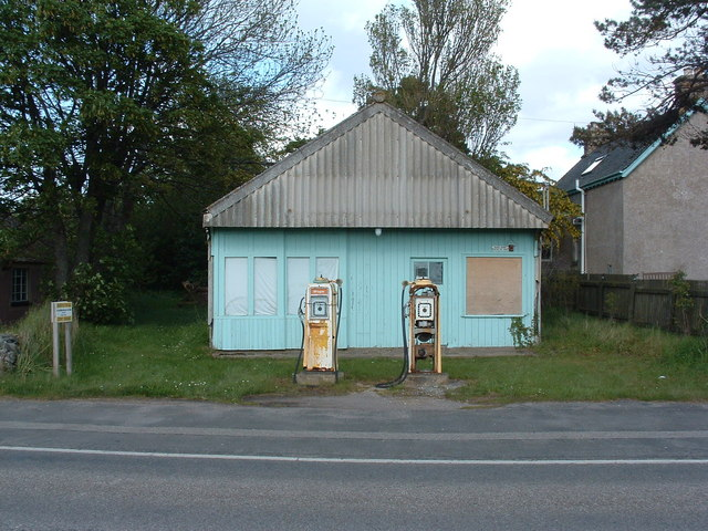 File:The old petrol station - geograph.org.uk - 1341532.jpg - Wikimedia  Commons