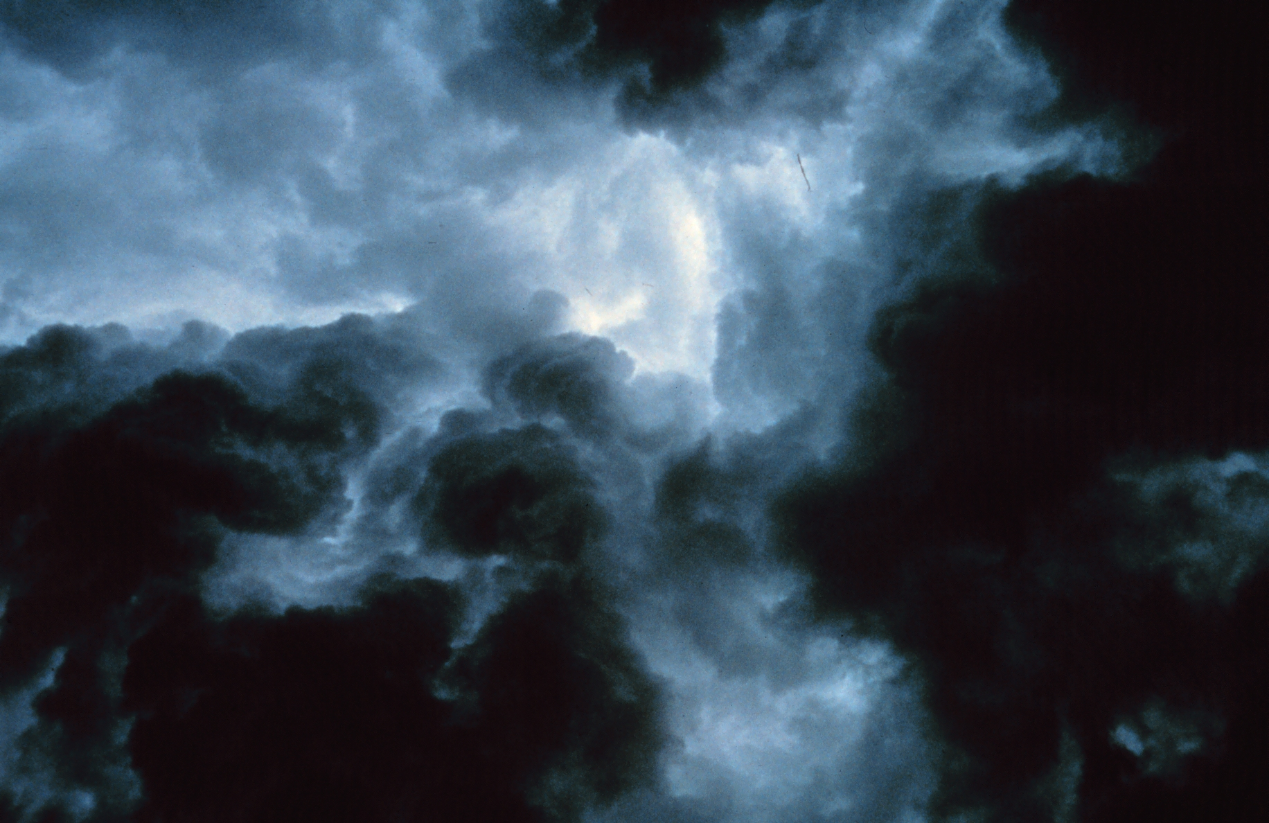 http://upload.wikimedia.org/wikipedia/commons/b/b4/Turbulent_gust_front_-_NOAA.jpg