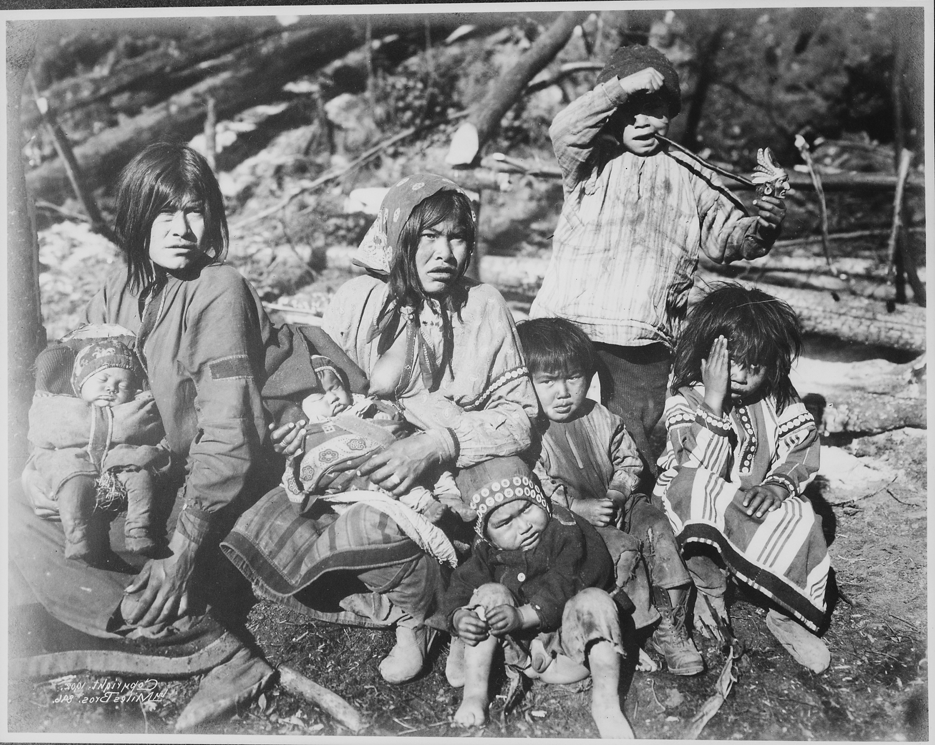 external image Two_Tlingit_women_with_several_children_near_the_Kotsina_River%2C_Alaska%2C_1902_-_NARA_-_524407.jpg
