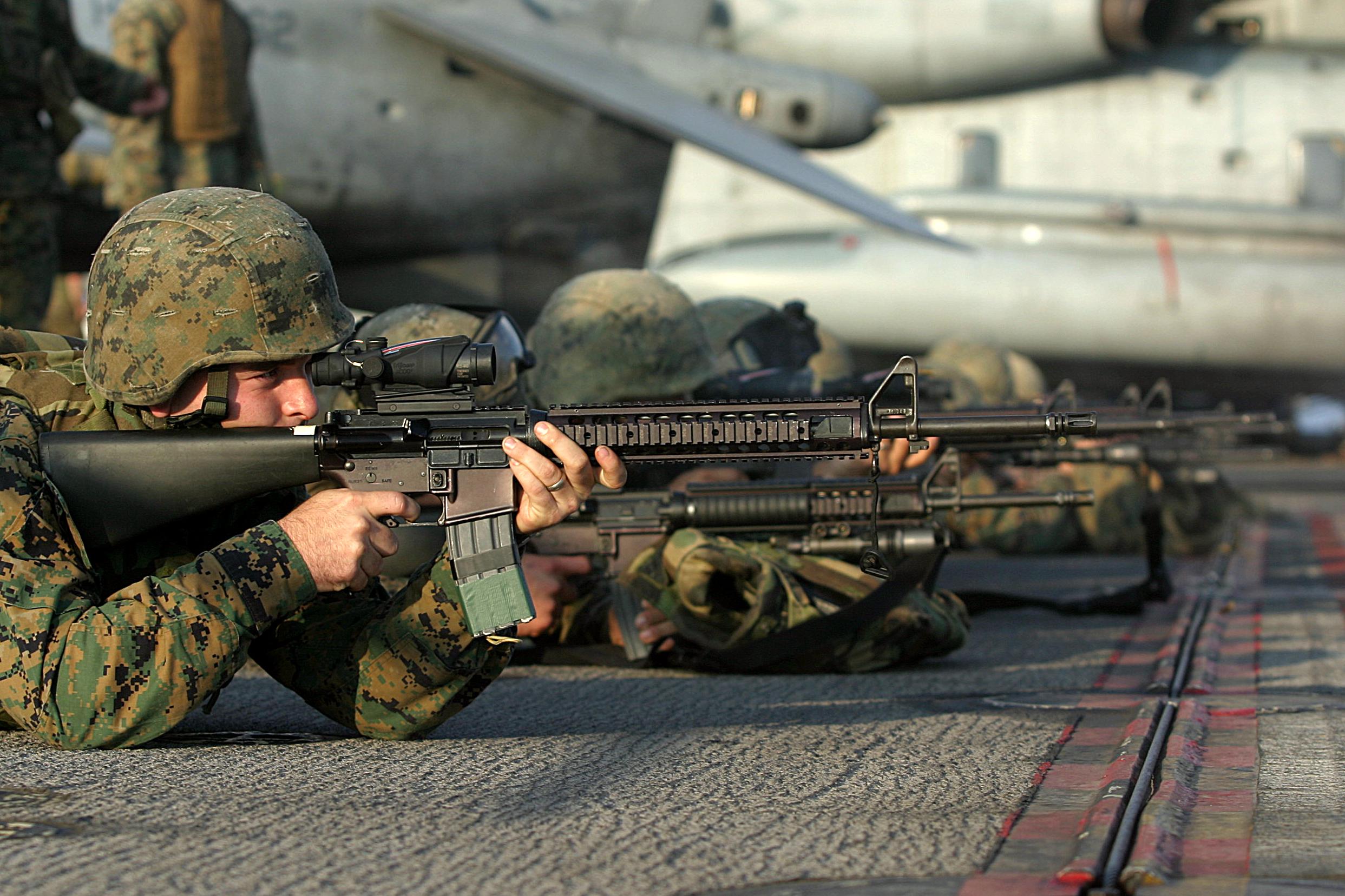 Colt (М16/М4) USMC_M16A4_Rifle