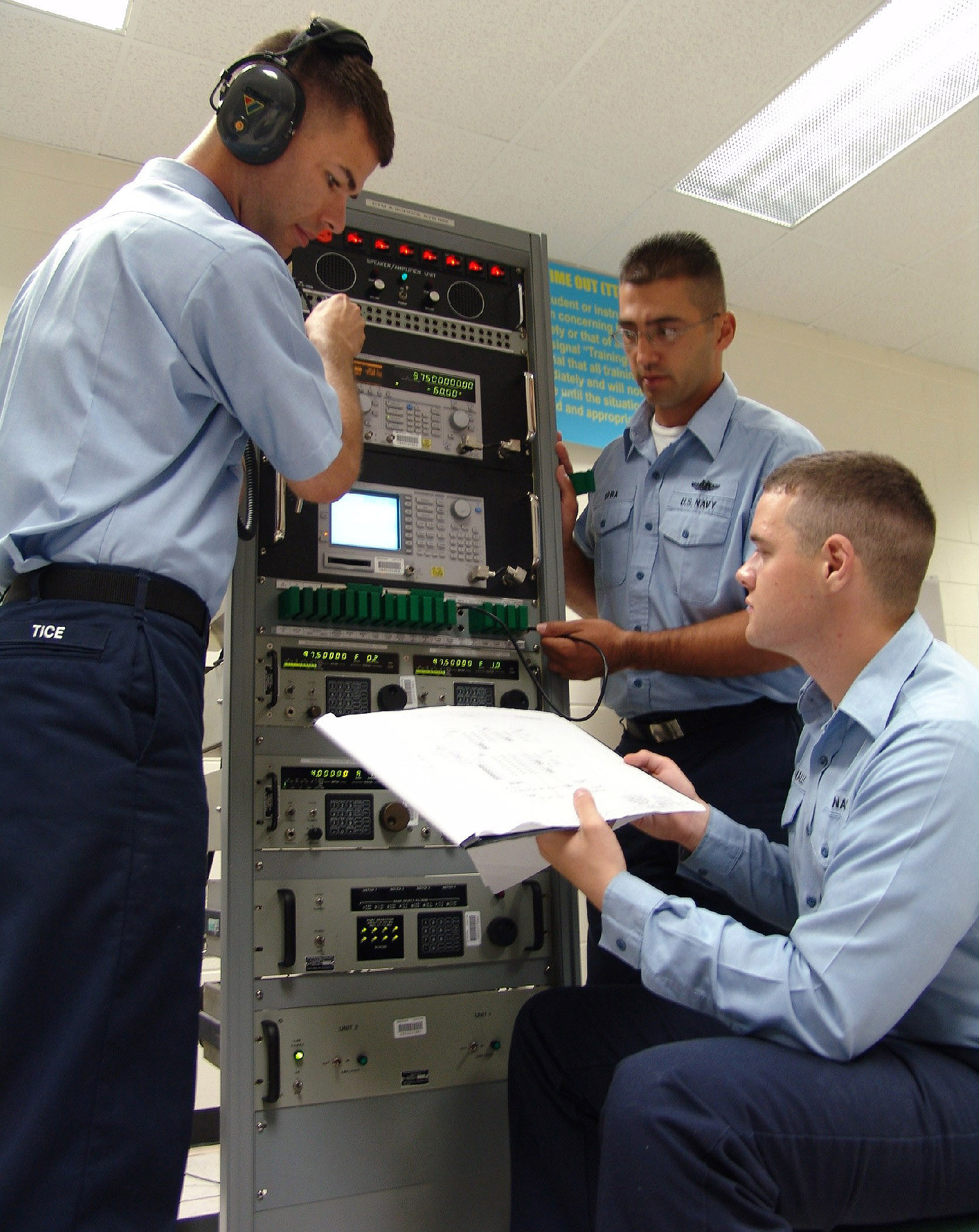 File:US Navy 050610-N-9246G-003 Cryptologic Technician Maintenance ...