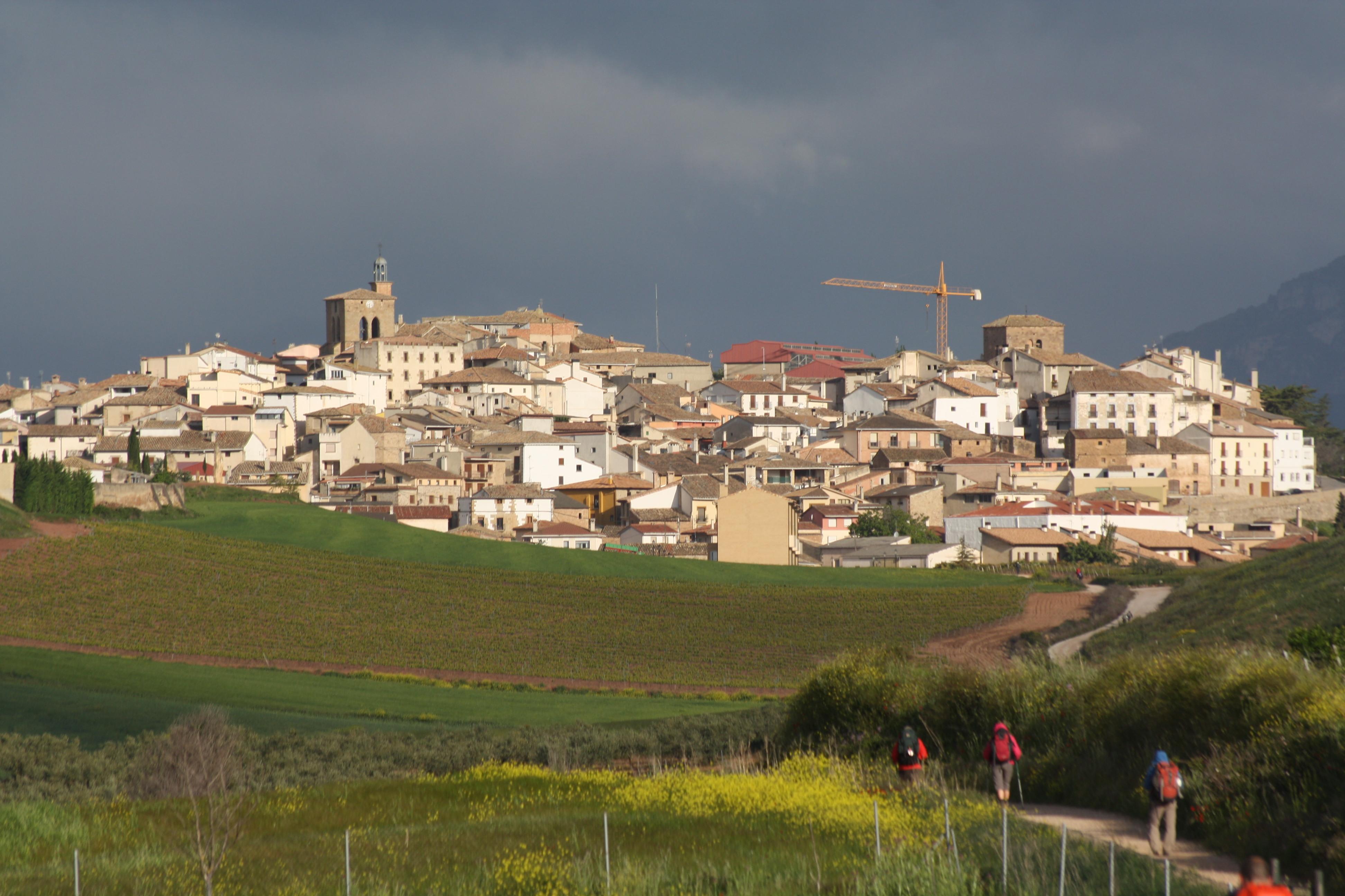 File:Vista de Cirauqui.jpg - Wikimedia Commons