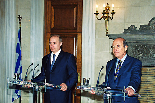ファイル:Vladimir Putin in Greece 6-9 December 2001-12.jpg