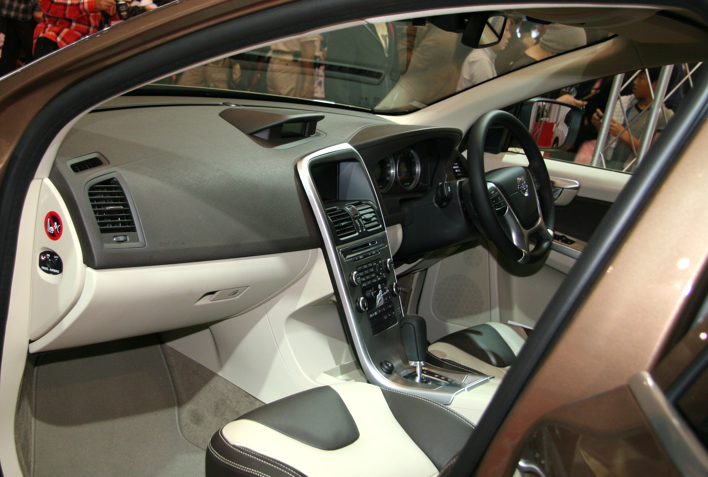Datei:Volvo XC60 interior.jpg – Wikipedia