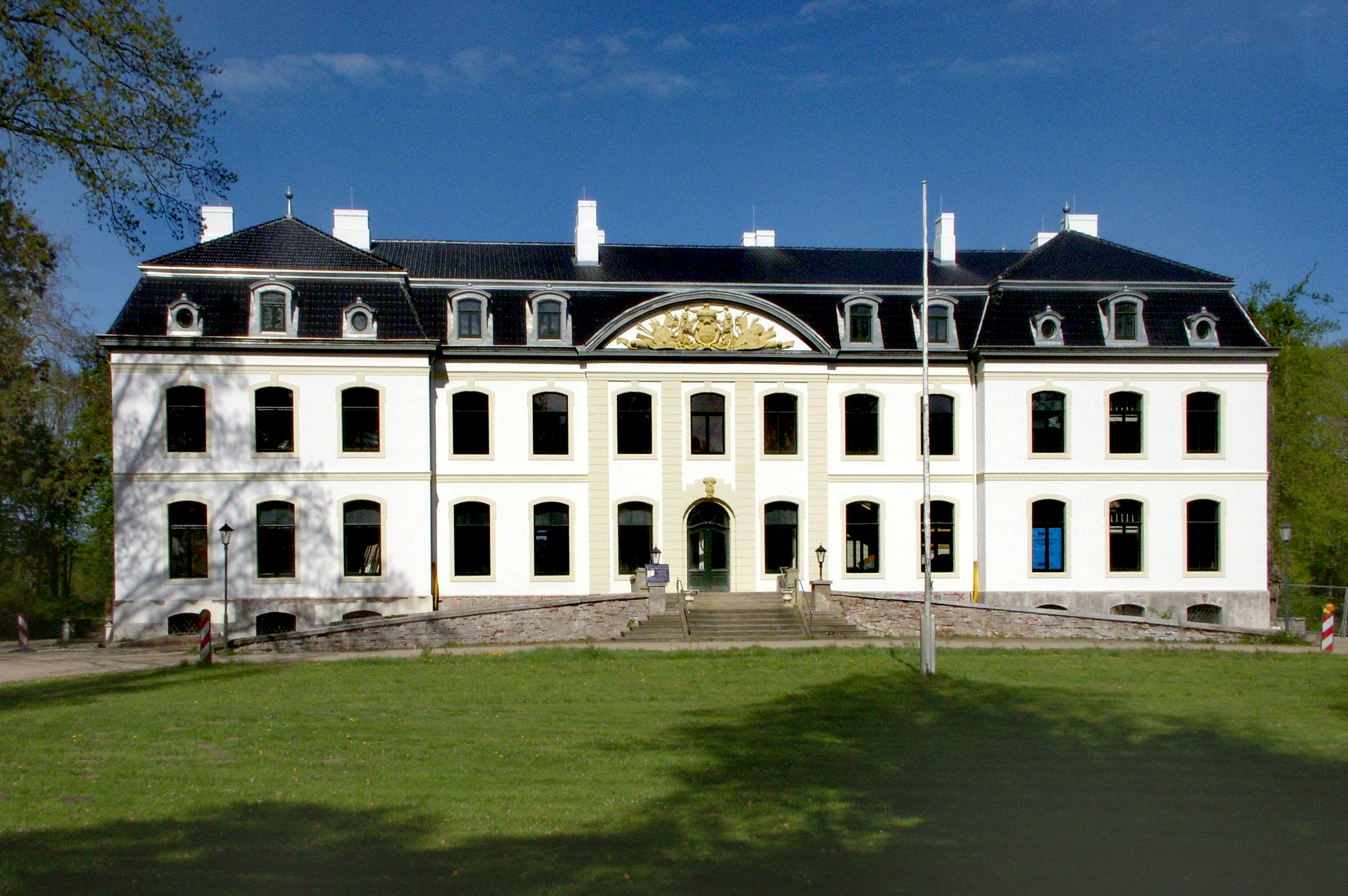 gut weißenhaus - wikiwand - Herrenhaus 12 Jahrhundert Modernen Hotel