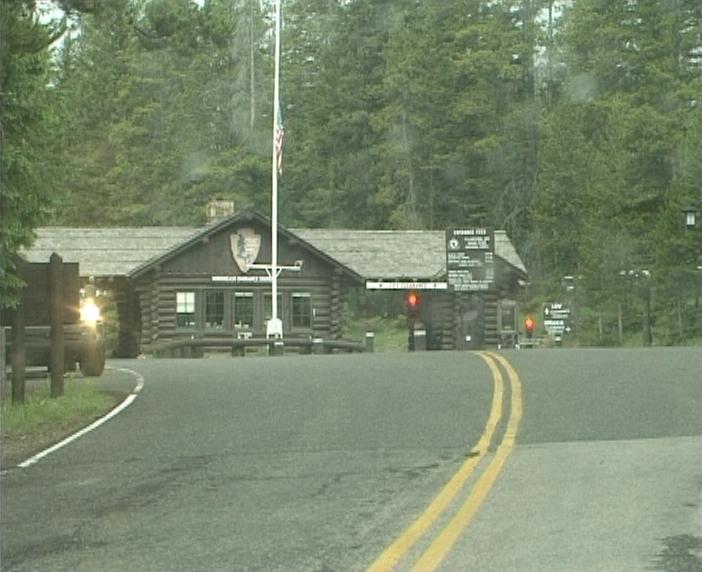 File:Ynp-norteast-entrance-2004.jpg