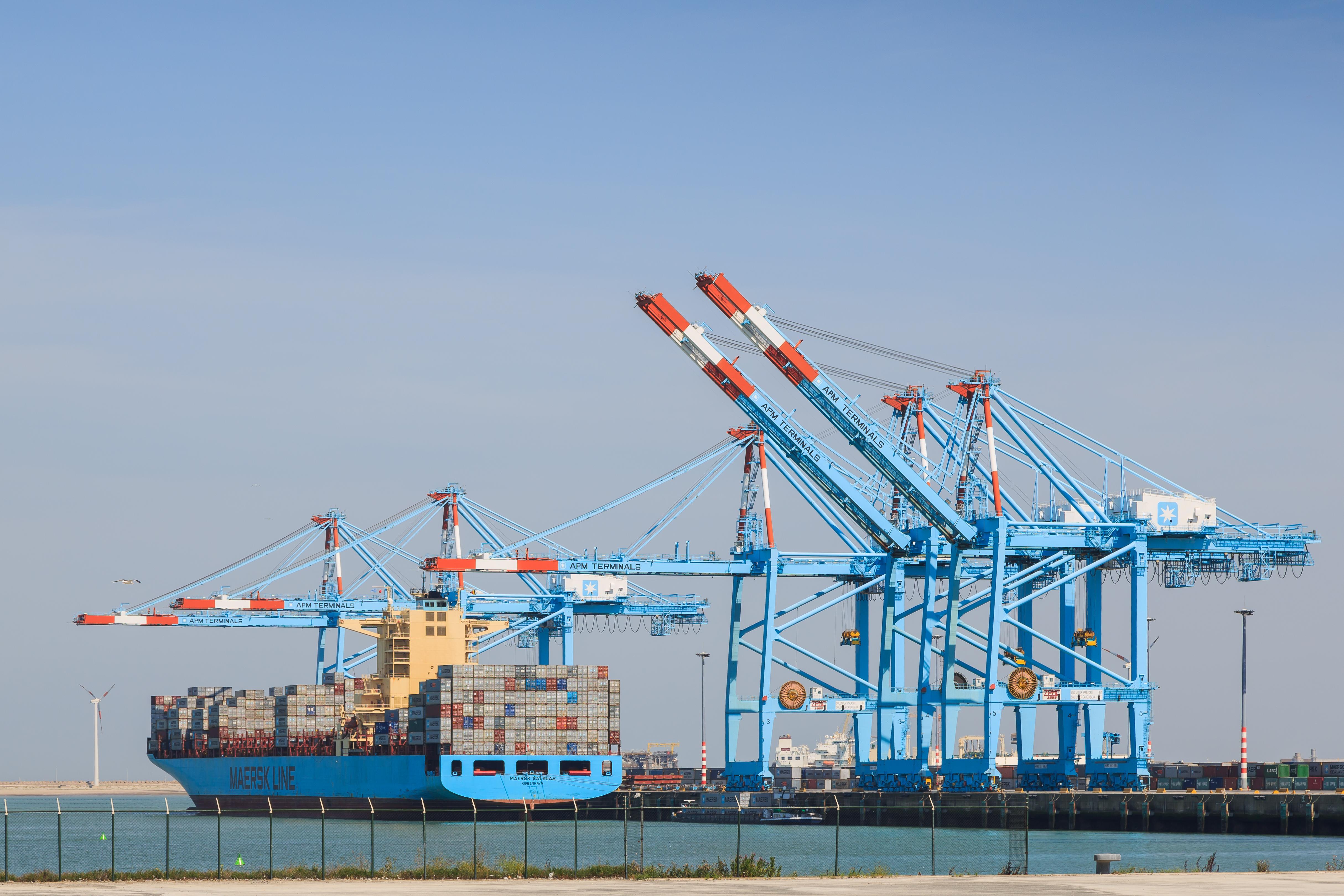 File:Zeebrugge Belgium Portal-crane-APM-Terminals-02 jpg