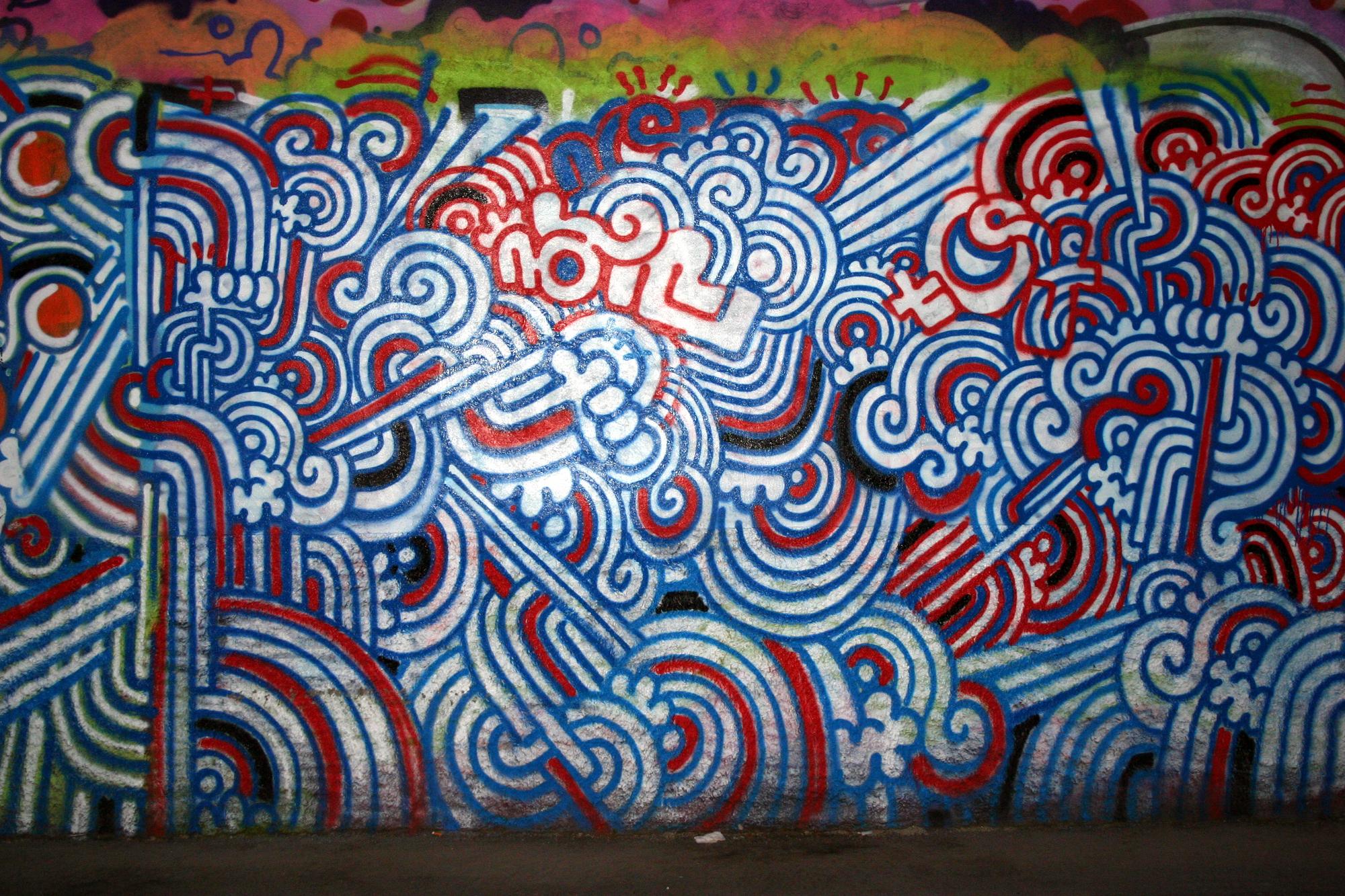 File:1026 - Milano - Graffiti di fronte al Leoncavallo - Foto