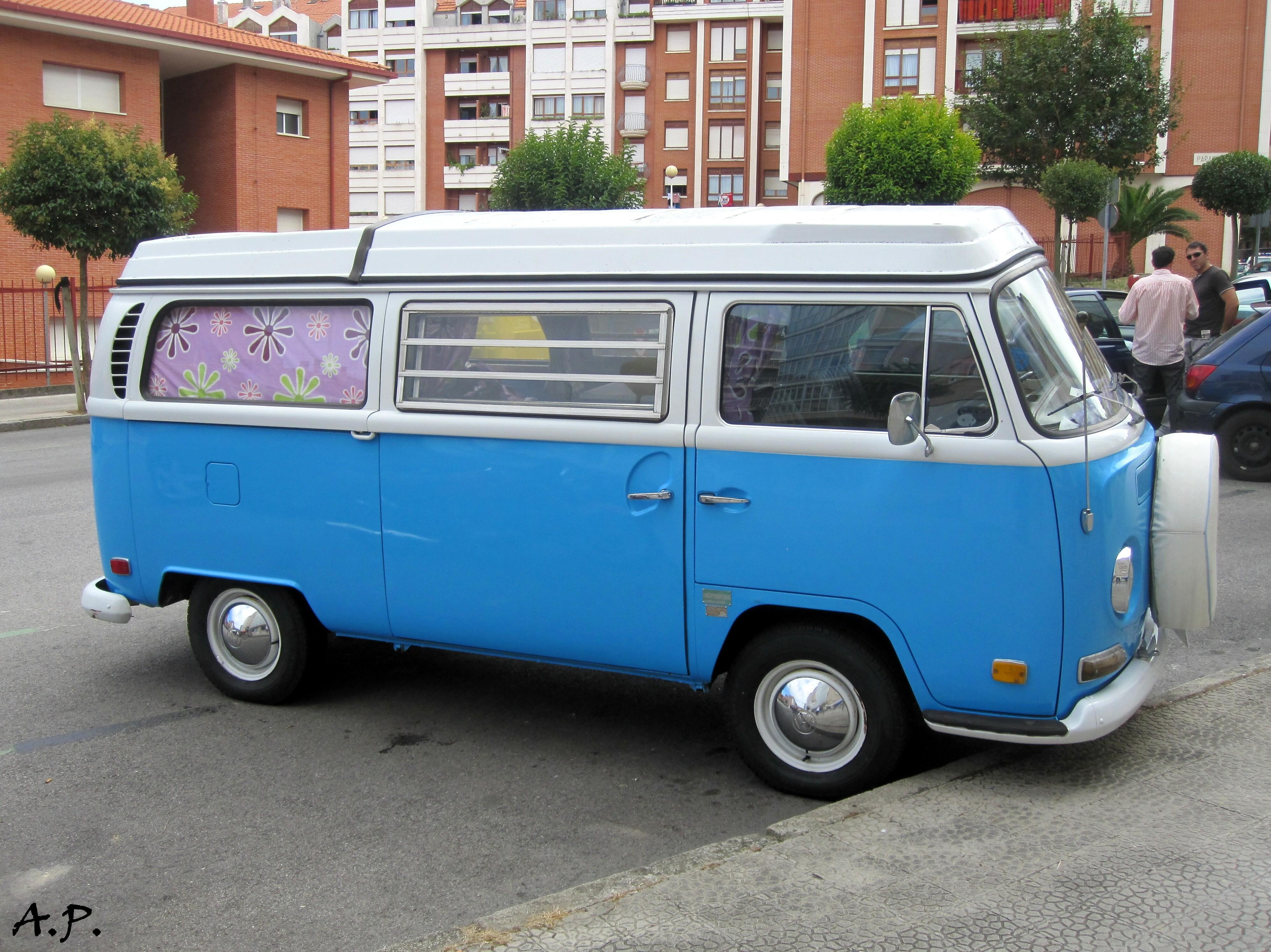 File:1970 Volkswagen Westfalia (Typ 2 - T2) (4986986045 ...