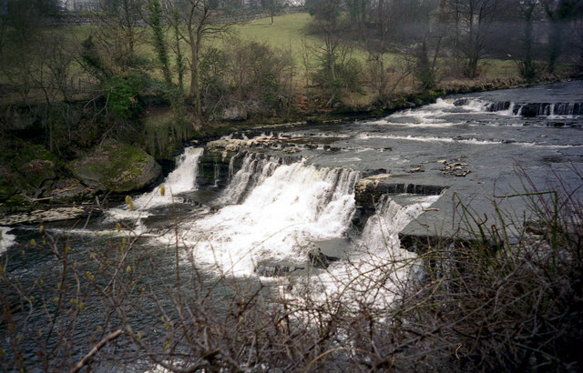 Aysgarth Middle Falls - geograph.org.uk - 787209