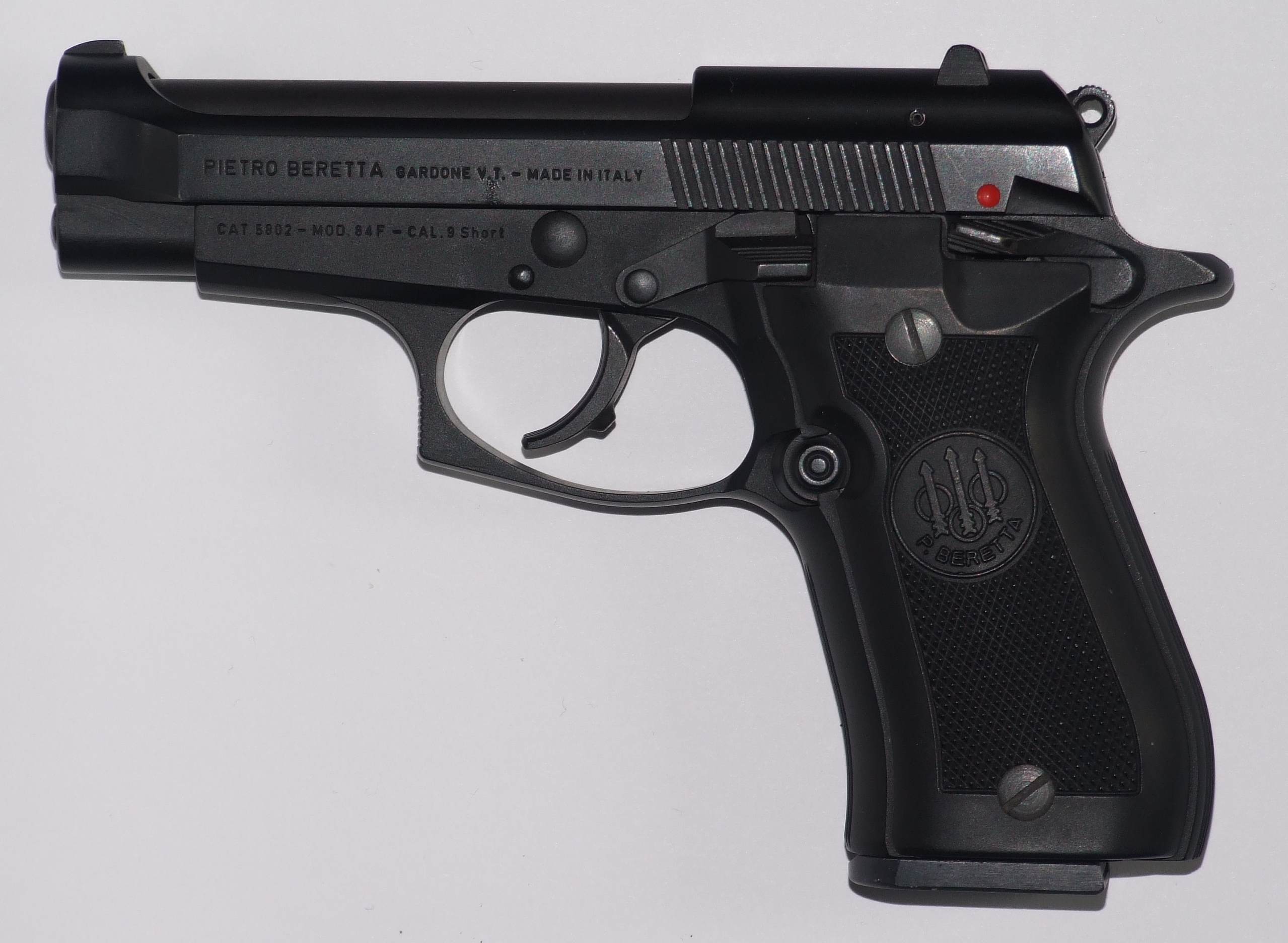 https://upload.wikimedia.org/wikipedia/commons/b/b5/Beretta_84F-JH01.jpg