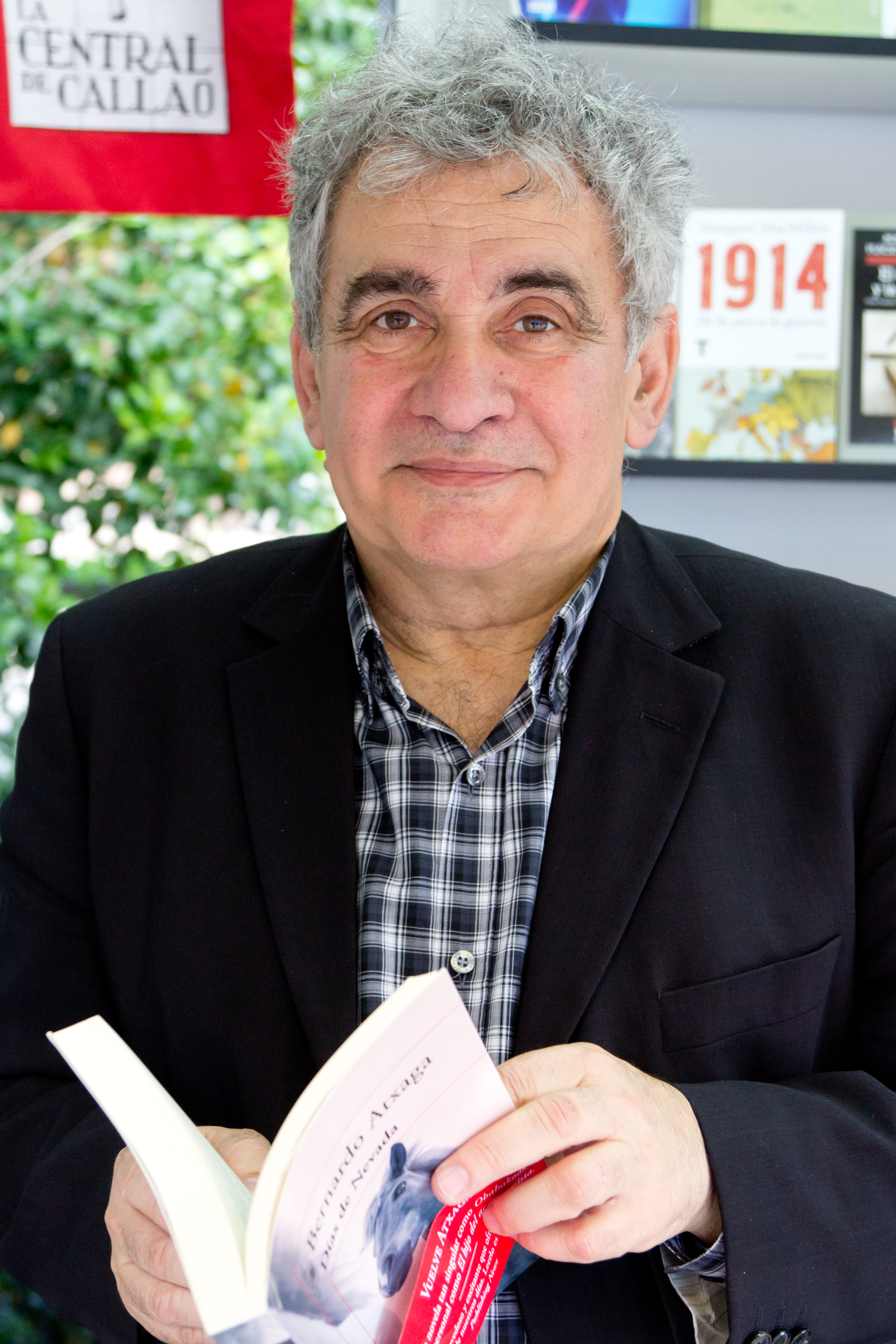 Bernardo Atxaga en la Feria del Libro de Madrid 2014.