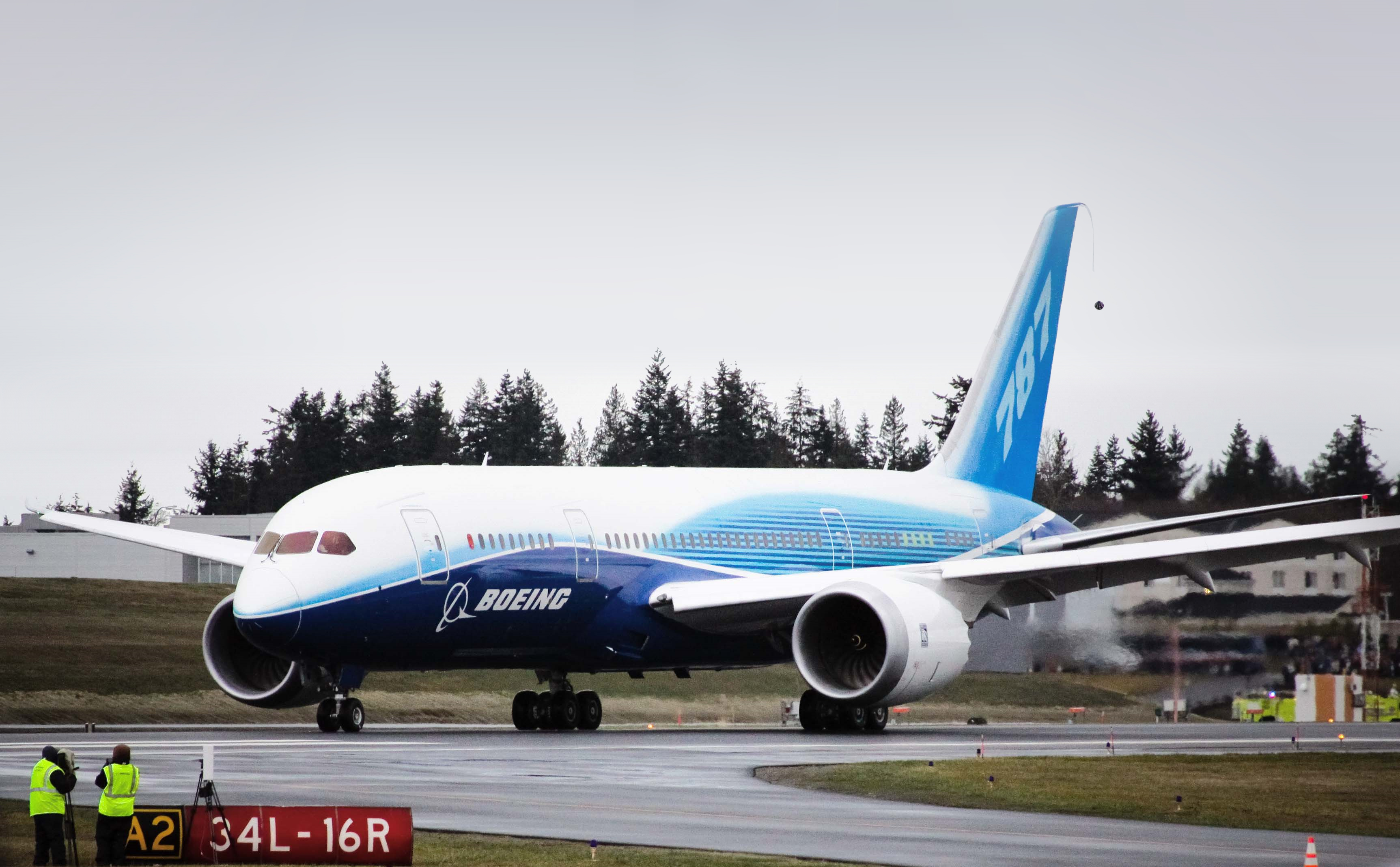 the new boeing 787 essay Airbus a350 versus boeing 787: differences and many similarities  the first one  won't roll off the line in airbus' new toulouse, france final.