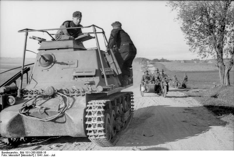 File:Bundesarchiv Bild 101I-265-0006-16, Russland, Befehlspanzer 1 auf Landstraße.jpg