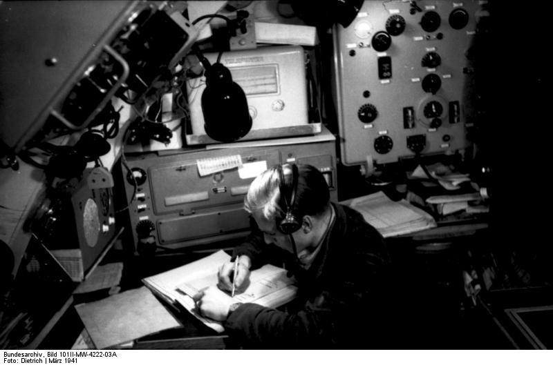 "File:Bundesarchiv Bild 101II-MW-4222-03A, ""Enigma"" auf U ..."