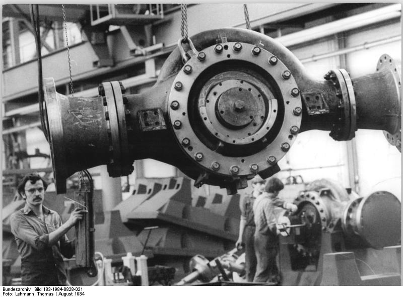 File bundesarchiv bild 183 1984 0828 021 veb kombinat for Pumpen und verdichter