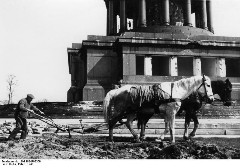 L'amer labour sous la colonne de la Victoire à Berlin.