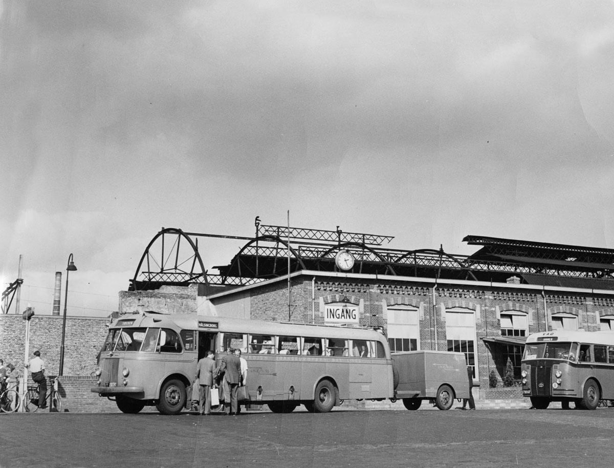 File:Bus Station in Nyborg Denmark 1949 (8046453428).jpg - Wikimedia Commons