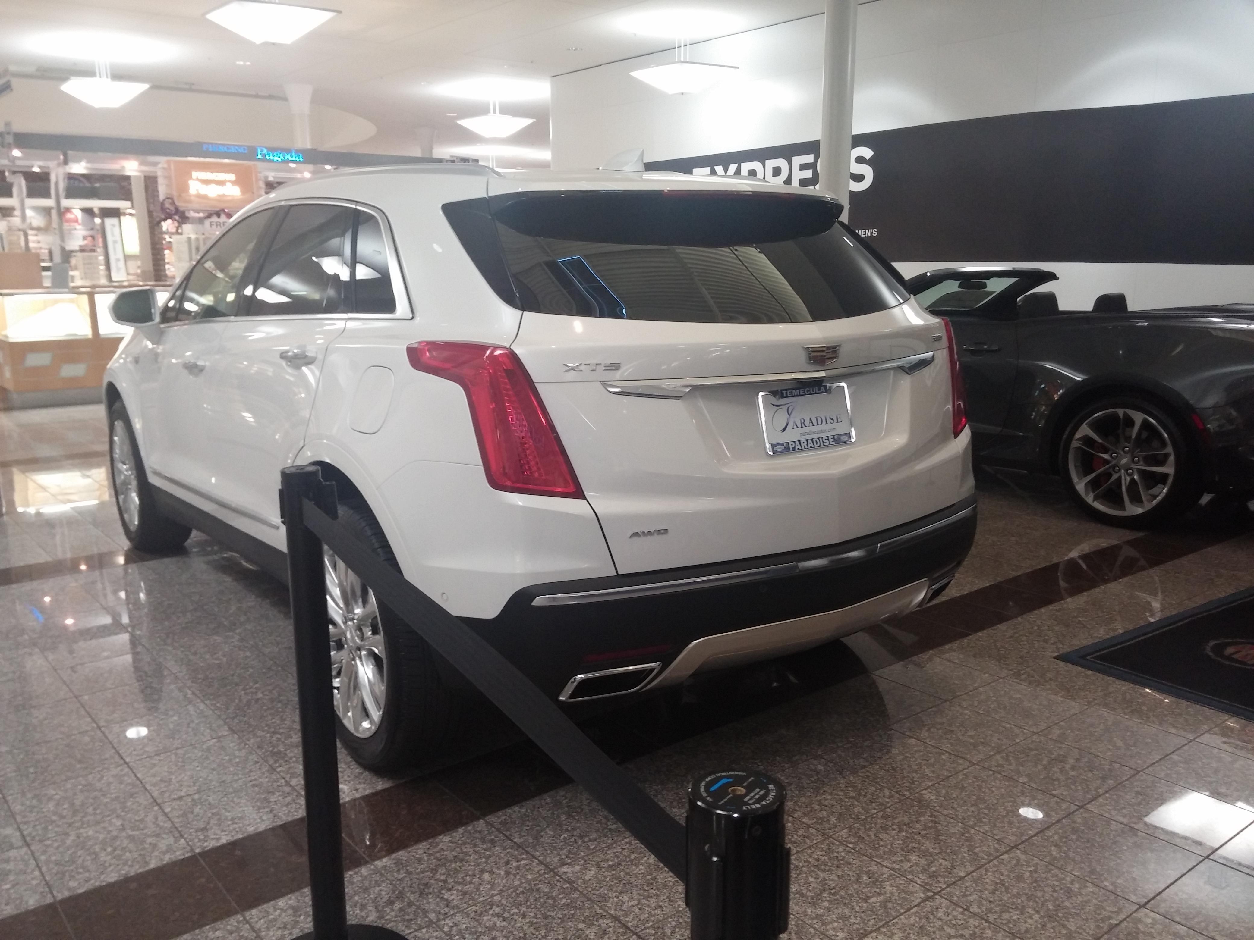 File Cadillac Xts 2016 Suv 2 Jpg Wikimedia Commons