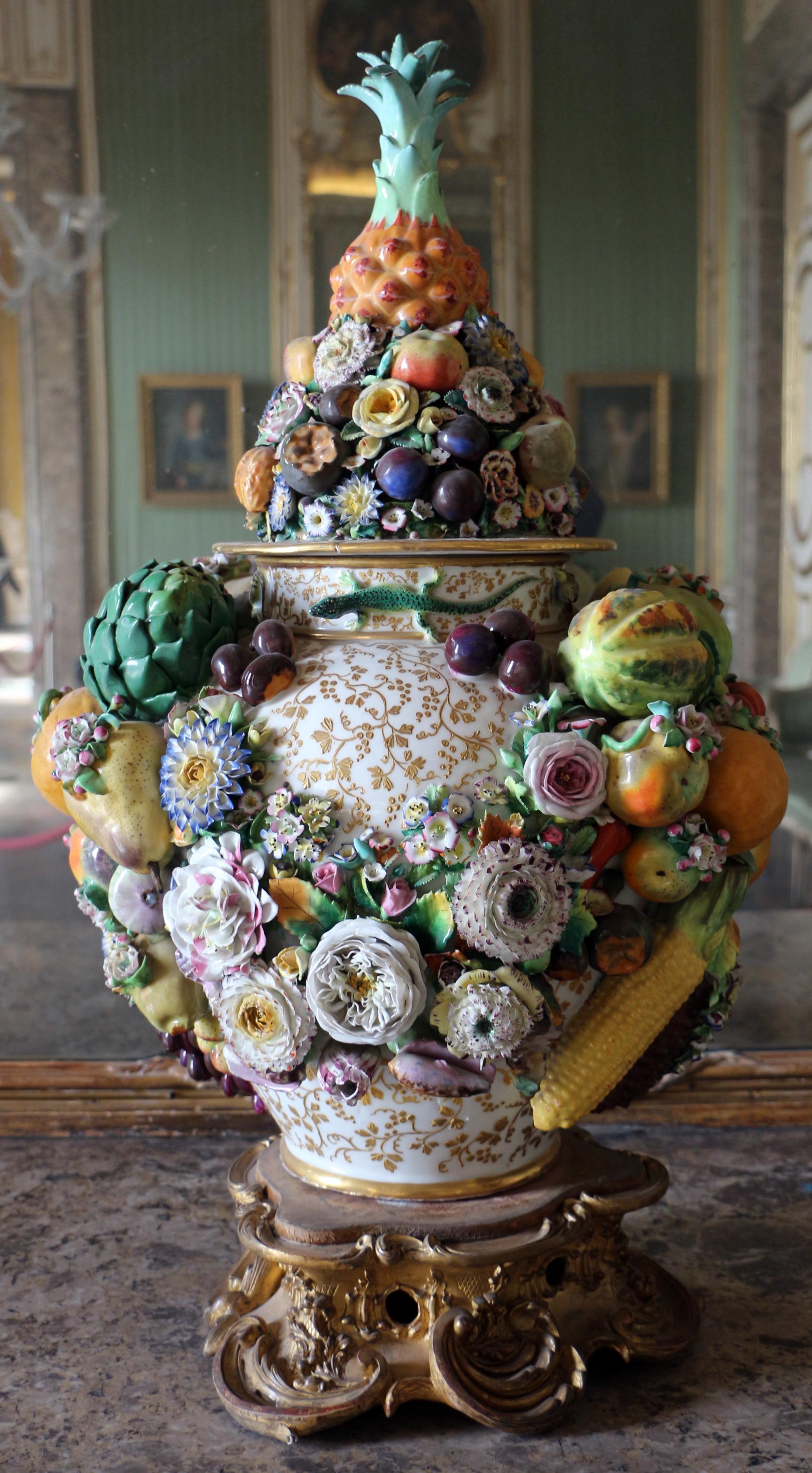 File capodimonte vaso in poercellana con frutta e fiori e for Vaso capodimonte