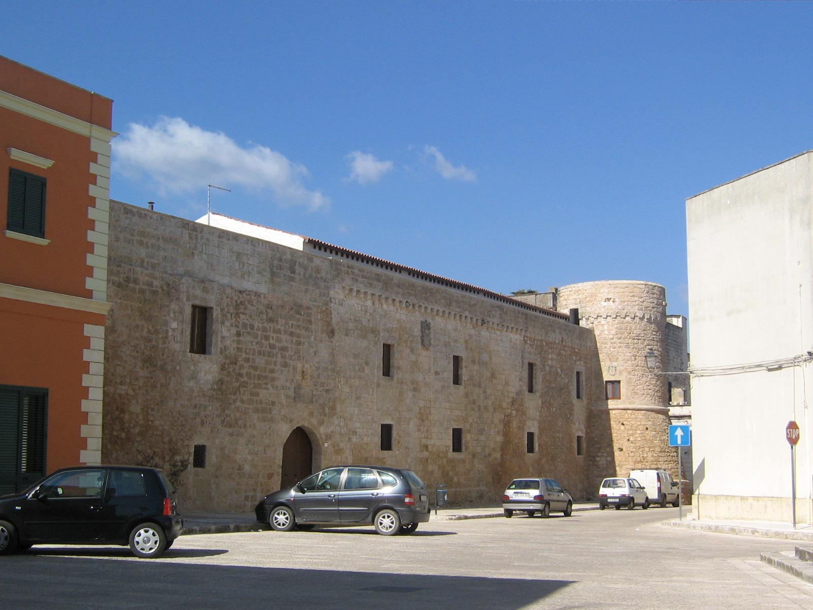 Description Castello di Acquarica del Capo.jpg