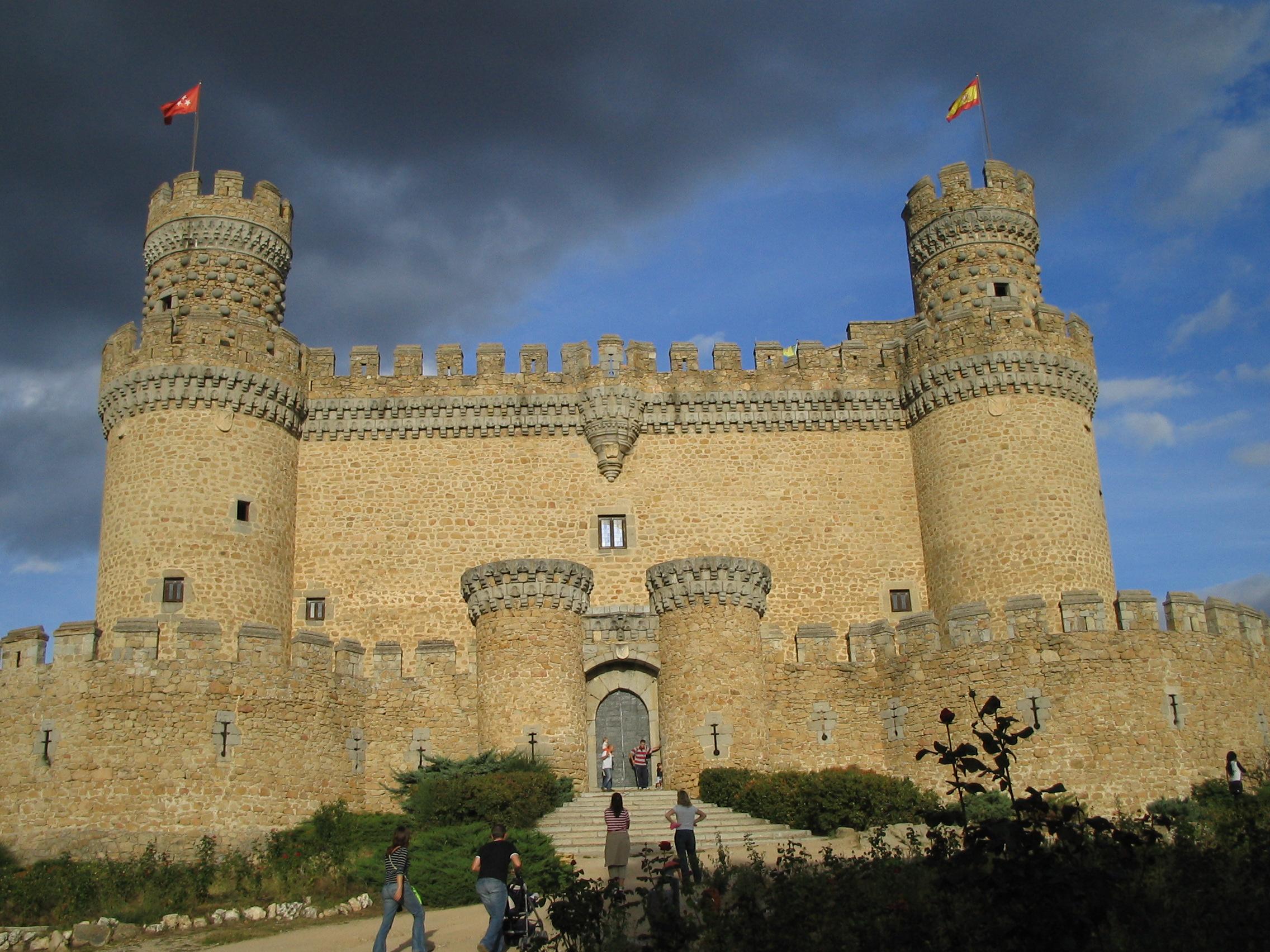 Ruta por los castillos fortalezas y atalayas de la - Polideportivo manzanares el real ...
