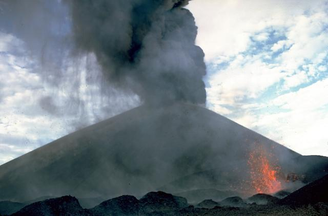 Volcan Tajumulco Erupting