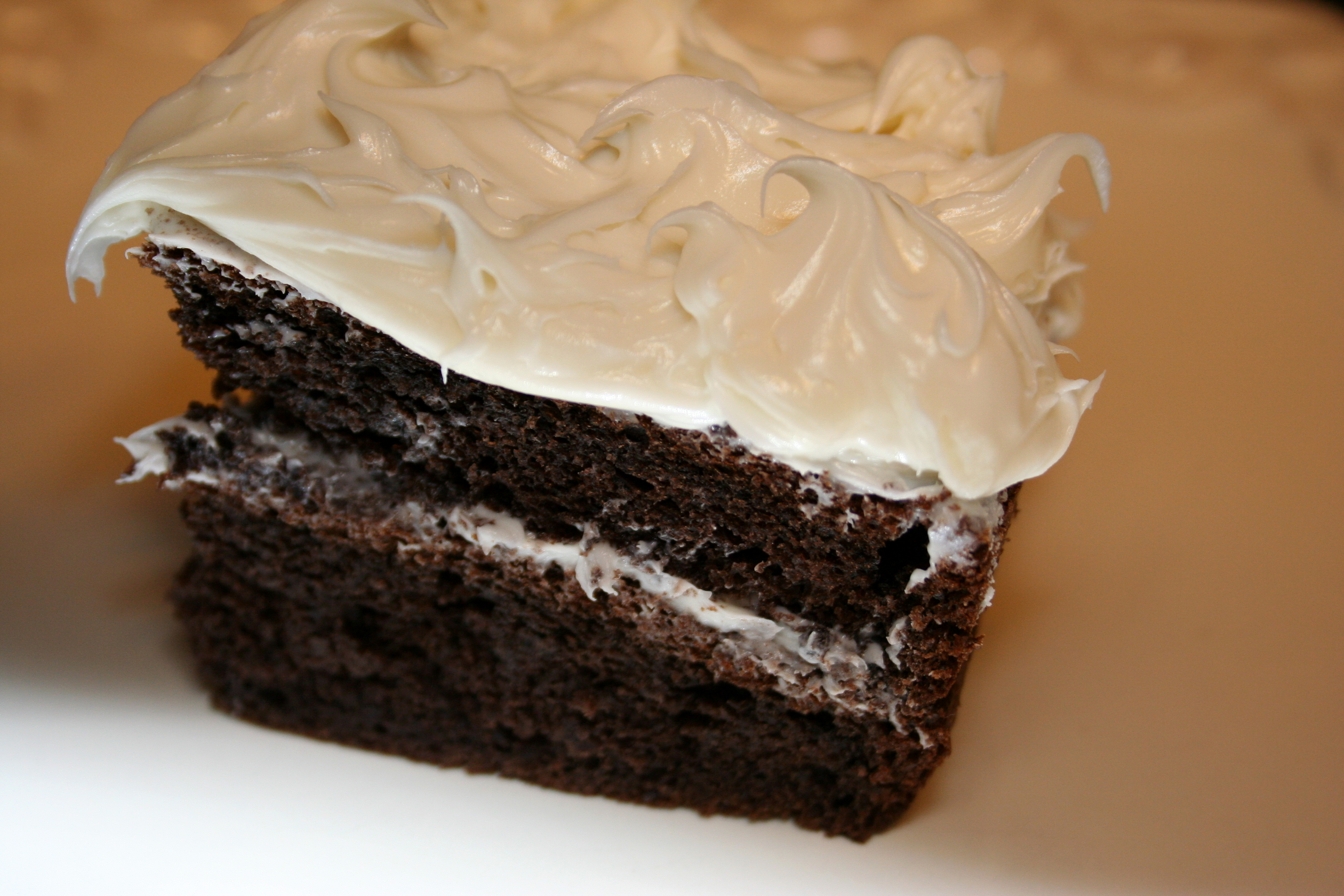 Images Of Cake With Icing : File:Chocolate cake with white icing.JPG