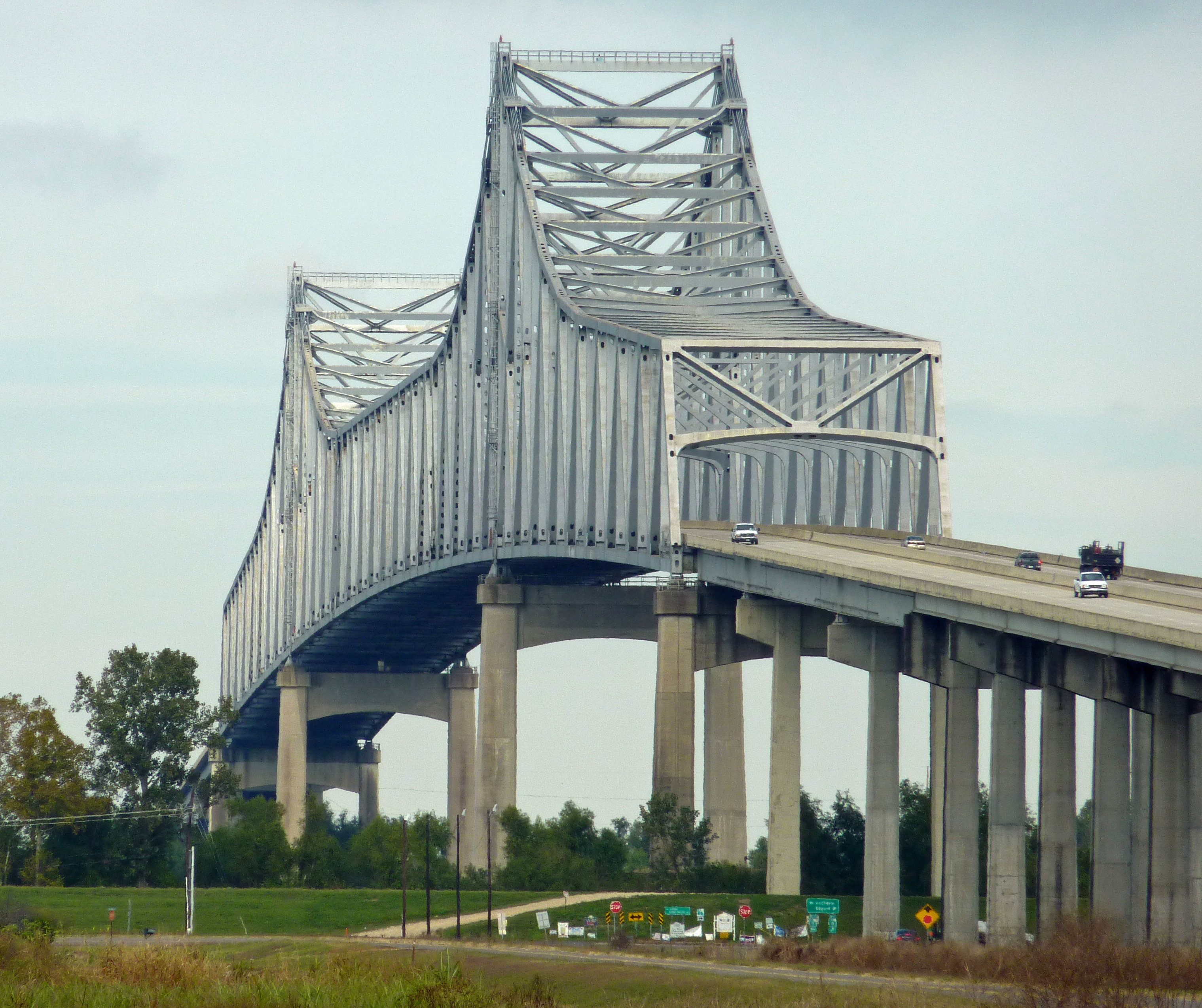File:Cool Looking Bridge Over The Mississippi On The Great