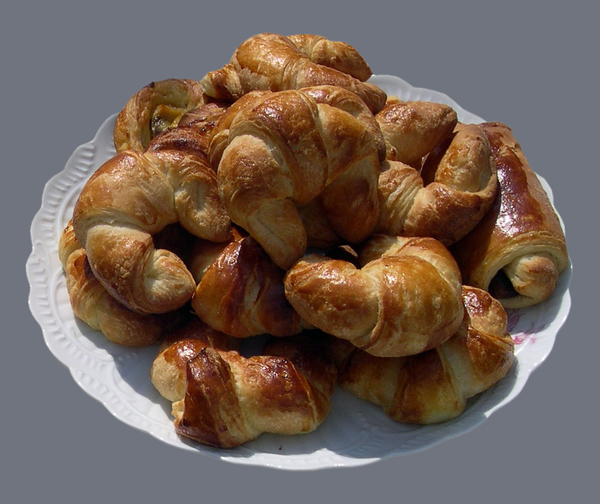 https://upload.wikimedia.org/wikipedia/commons/b/b5/Croissants-2.jpg