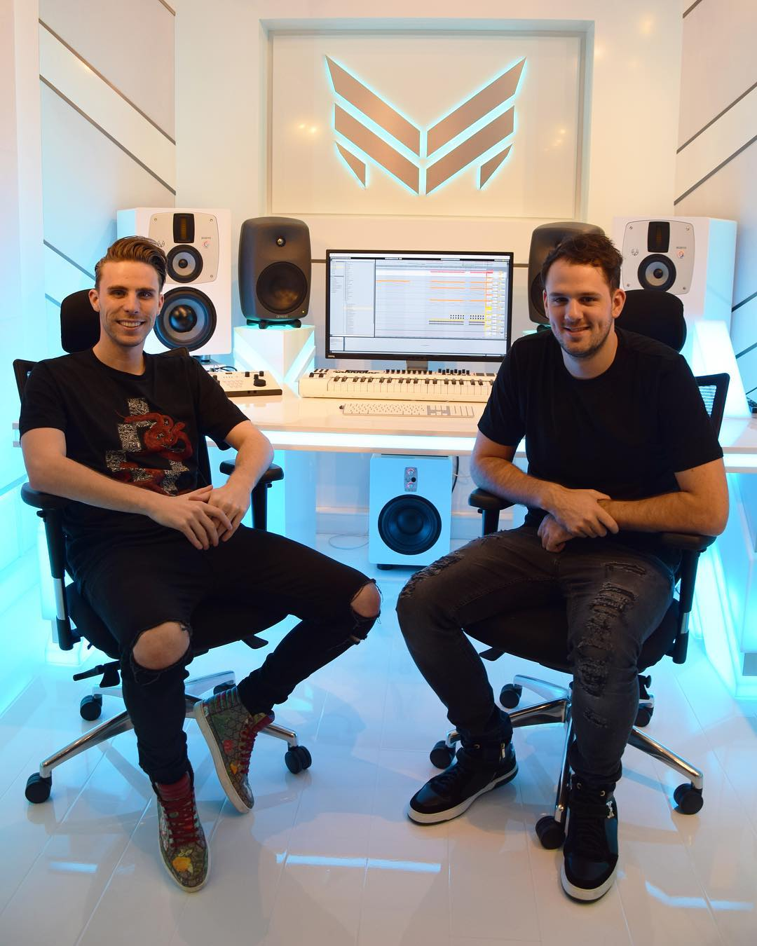 Picture of a band or musician: W & W