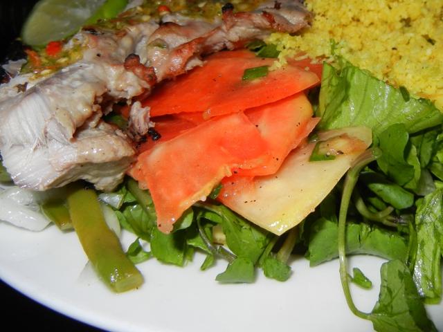 File:Dans l'île de Mahé, assiette du buffet créole au Boat House, restaurant à Beau-Vallon.jpg