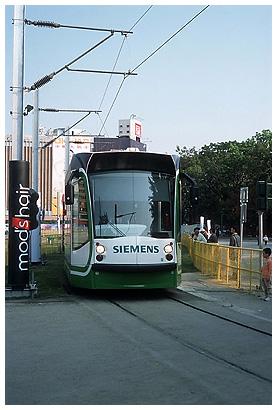 File:Ddm 2004 007 Kaoshiung Cable Car on Rail.jpg