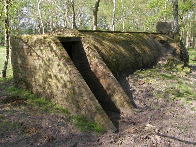 File:Disused air-raid shelter, Dilton, New Forest