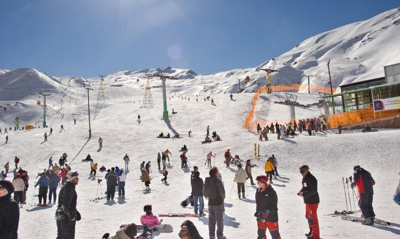 Pemain ski di Resor Ski Dizin.