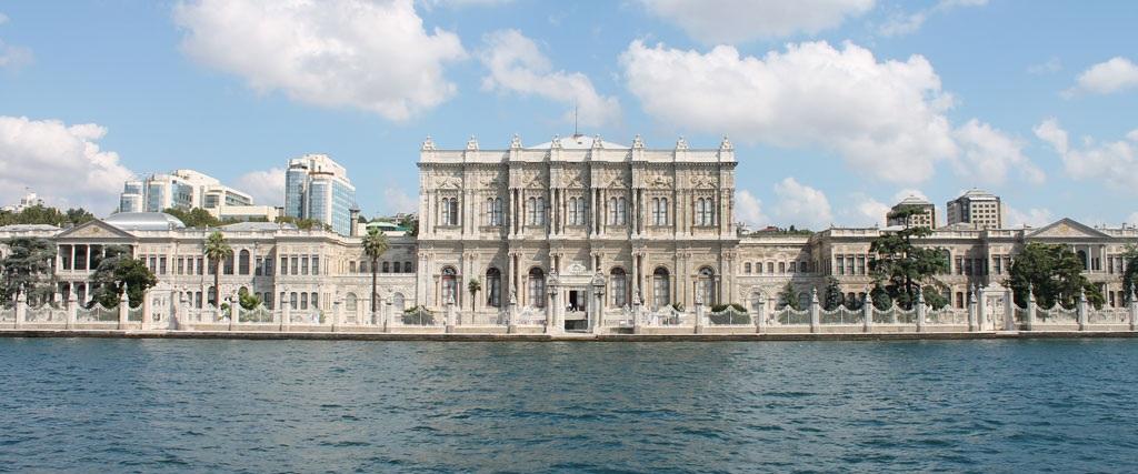 Dolmabahçe Palace (cropped).JPG
