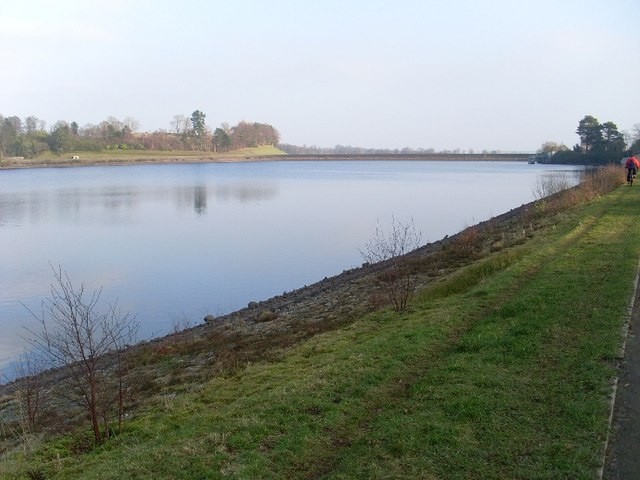 Easterly view across Mugdock Reservoir - geograph.org.uk - 694262