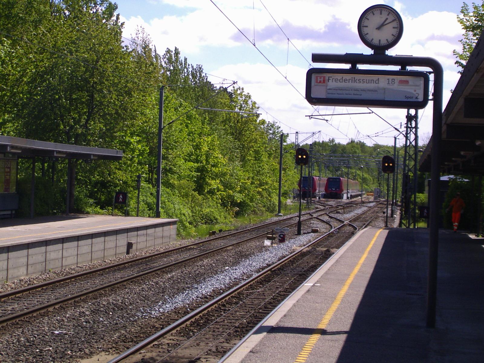 Fil:Farum Stations parkeringsområde for S-tog.jpg - Wikipedia, den frie encyklopædi