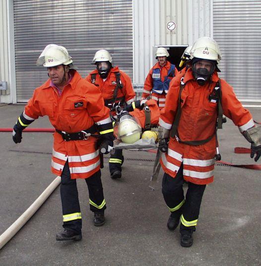 *'''Description:''' Rettung von Verletzten bei einer Einsatzübung der Freiwilligen Feuerwehr Dußlingen (Baden-Württemberg), LIZENZFREI, fotografiert und freigegeben von Alexander Blum (www.alexanderblum.de) *'''Source:''' German Wikipedia, original upl