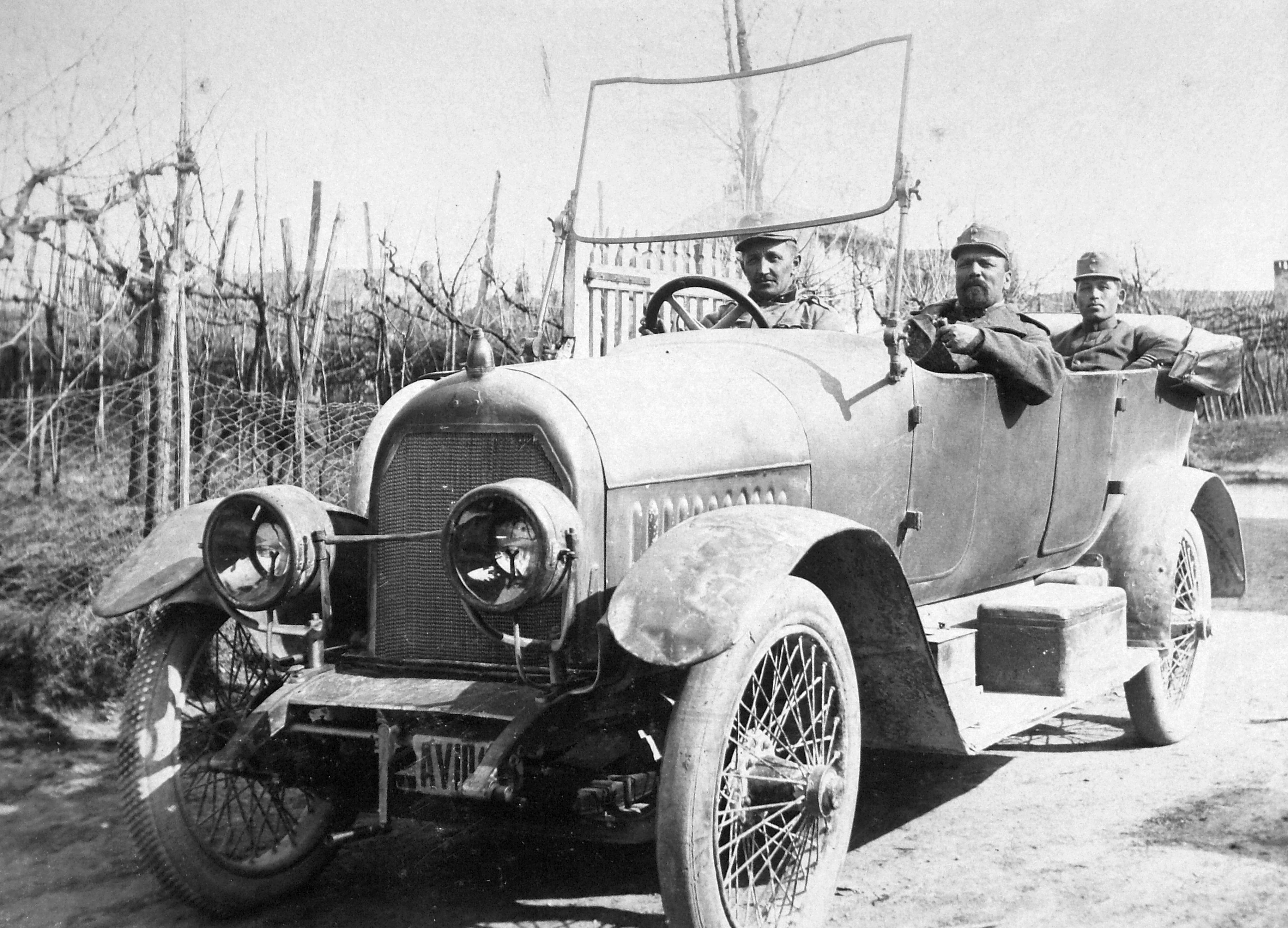 File:First World War, men, uniform, automobile, number plate ...