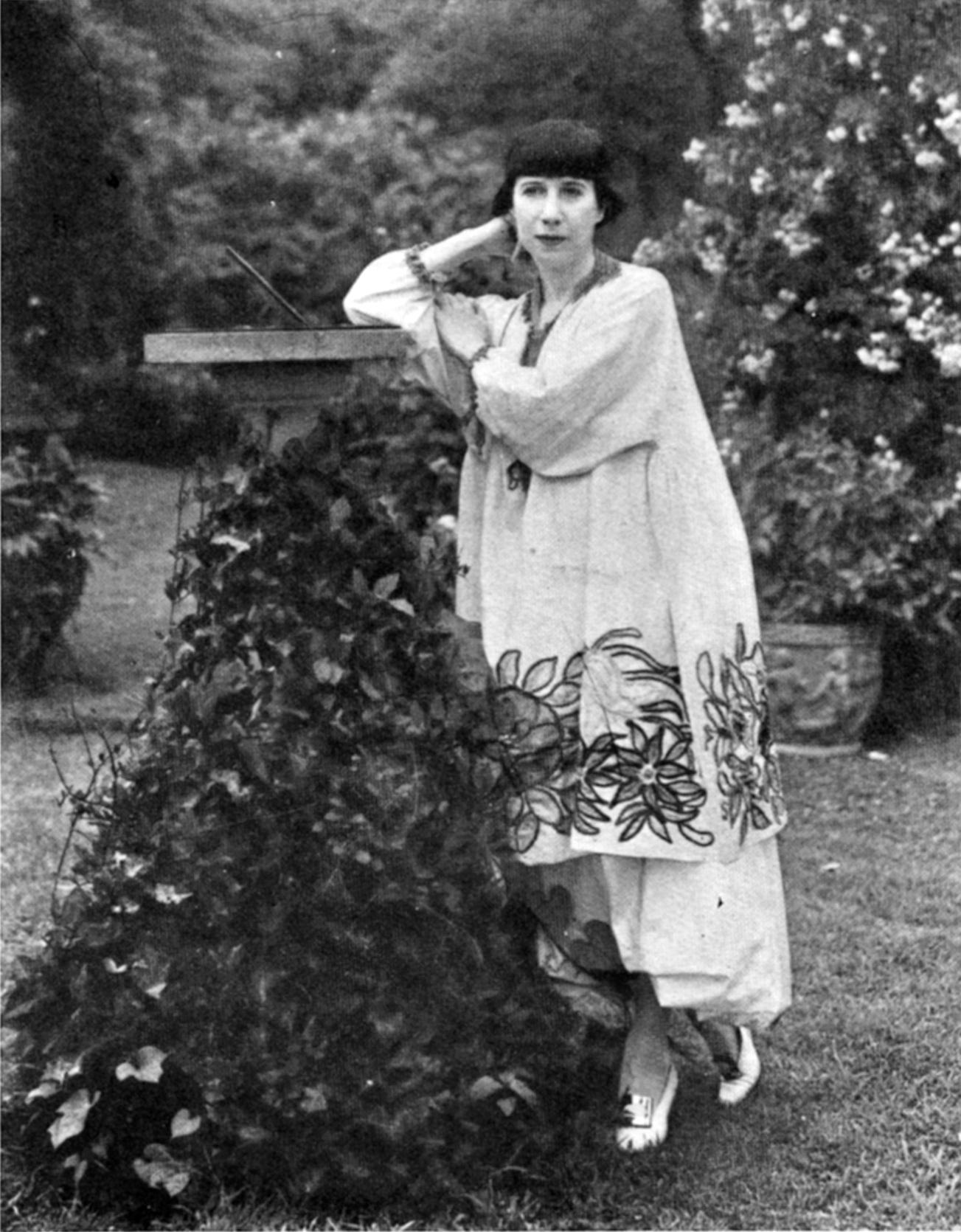 Florine Stettheimer, American artist, in her [[Bryant Park]] garden c.1917–1920
