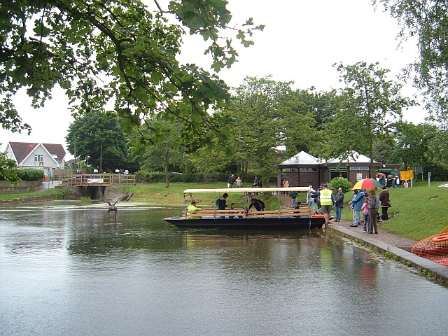 Fourteen Locks Canal Centre - geograph.org.uk - 652001