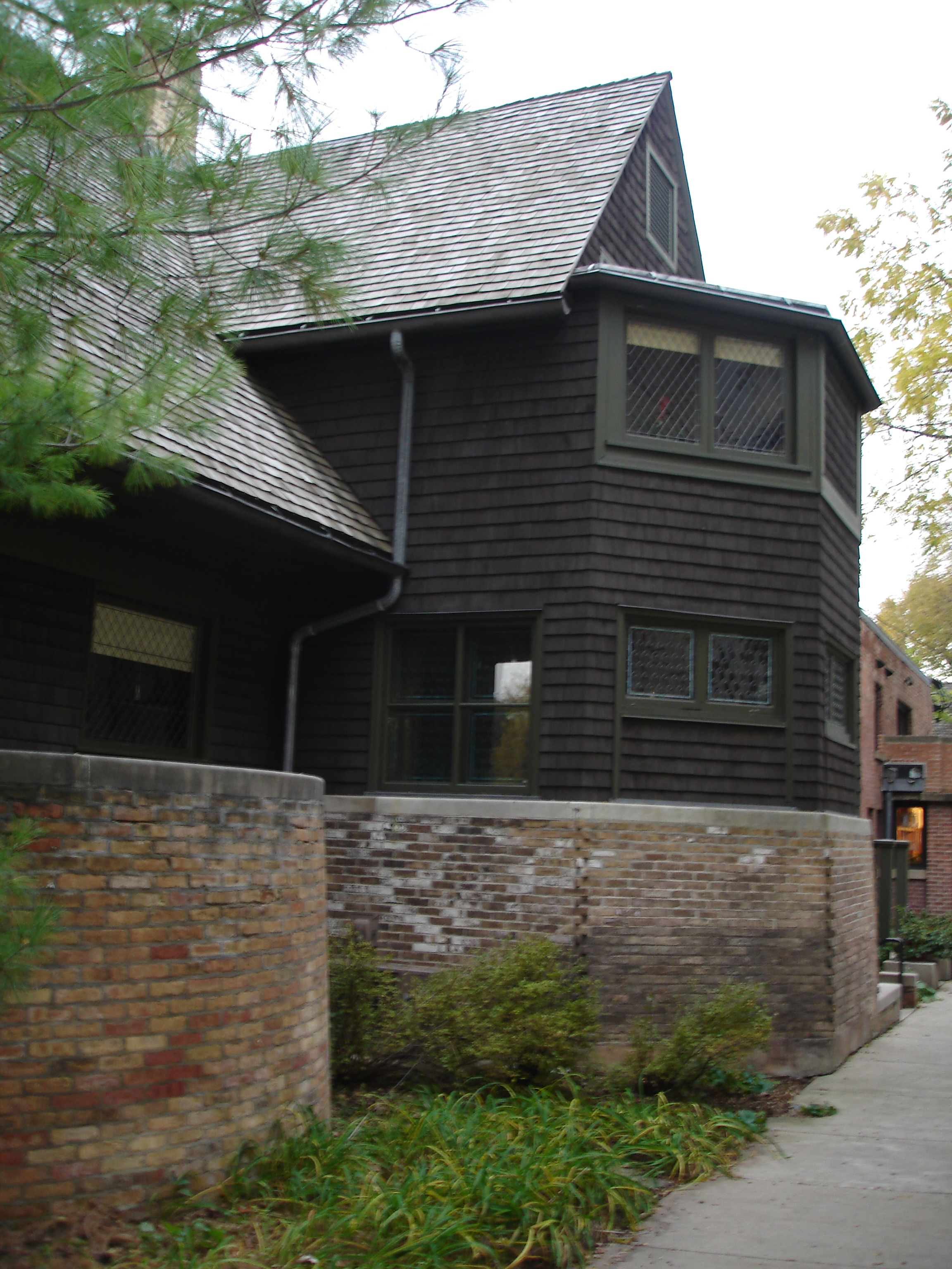 File:Frank Lloyd Wright Home And Studio (south Side).JPG