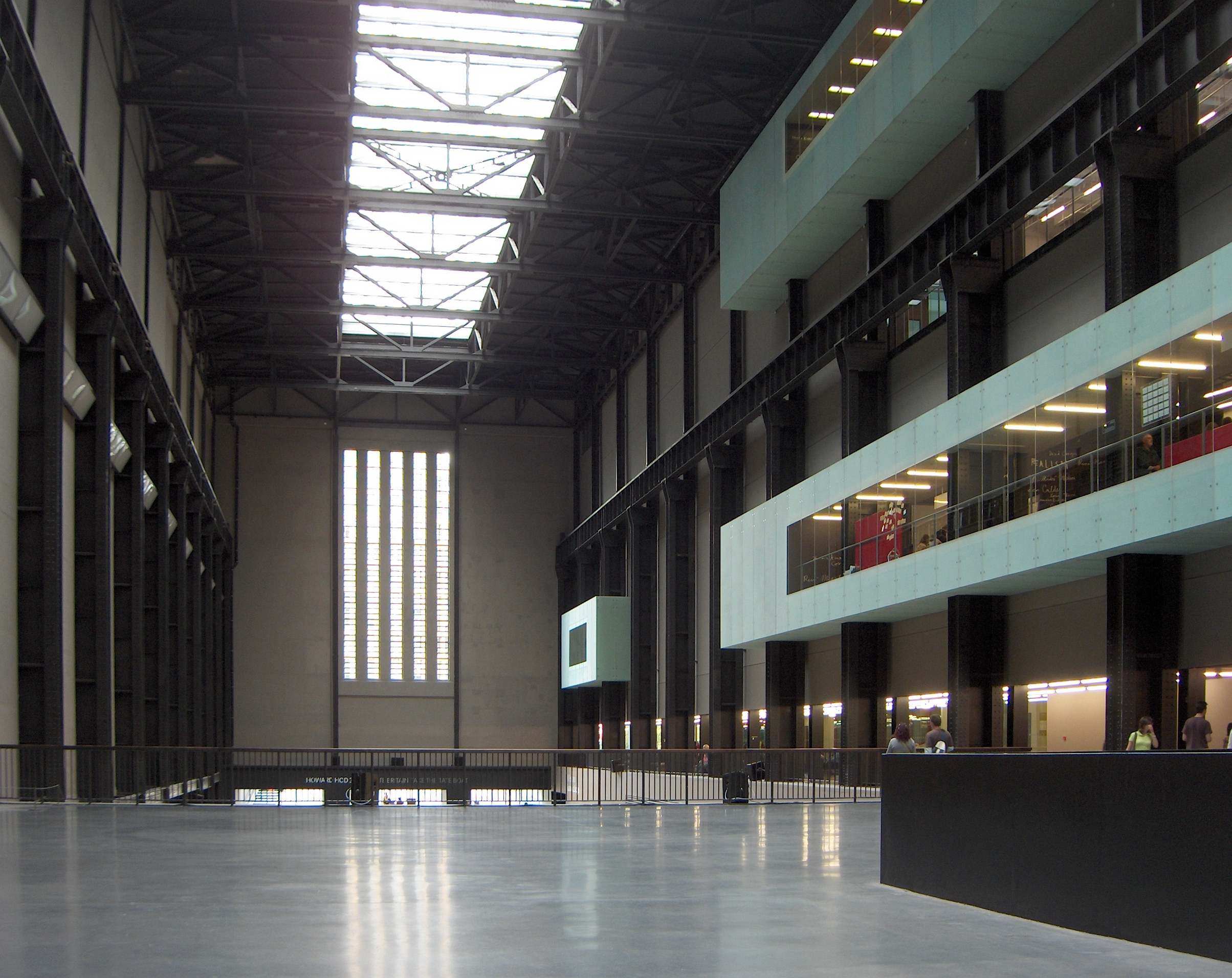 File:Hall Tate Modern 1.JPG - Wikimedia Commons