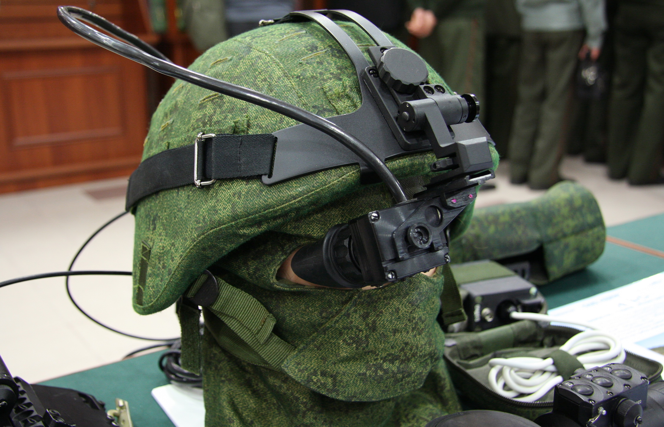 https://upload.wikimedia.org/wikipedia/commons/b/b5/Helmet_monitor_tsniitochmash35.jpg