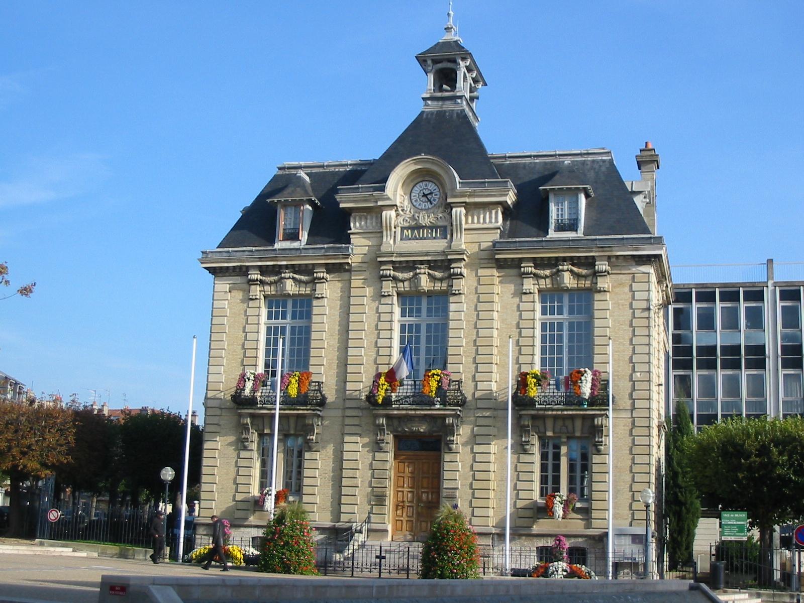 Banque Rue Ville P Ef Bf Bdpin  St Malo