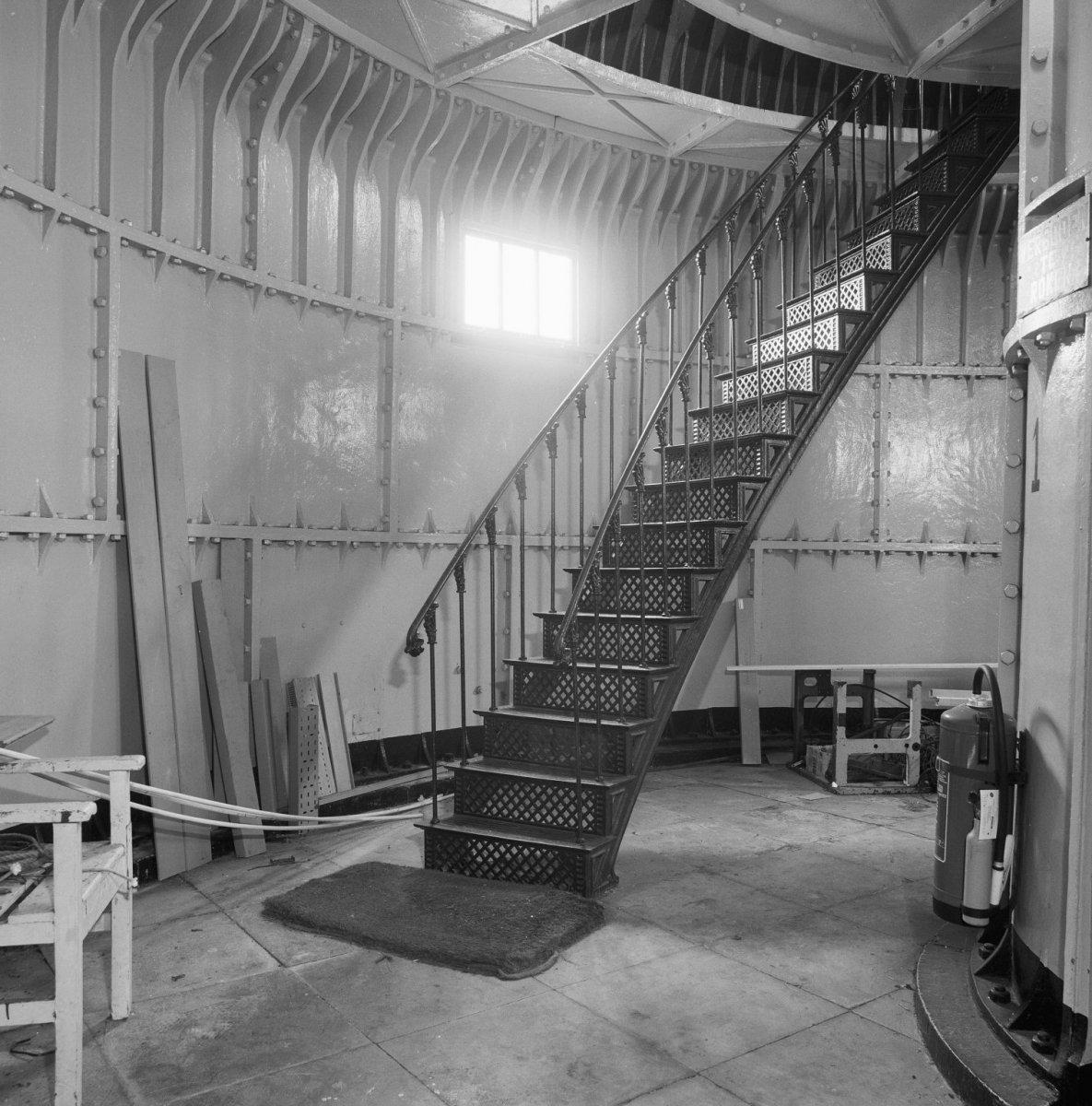 file interieur gietijzeren trap begane grond ijmuiden 20295648